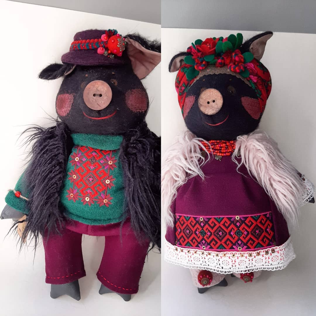 Dolls (pigs) by Inna Ivasyuk.